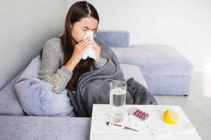 Mujer con enfermedades de otoño